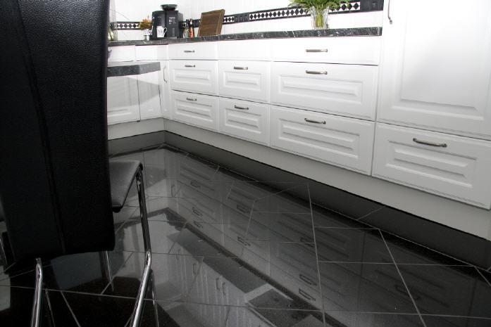 Granitboden mit Muster und Fliesenschild Bild3