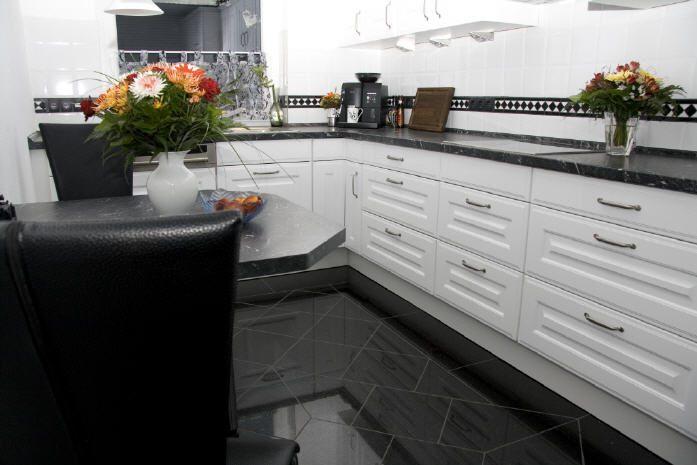 Granitboden mit Muster und Fliesenschild Bild5