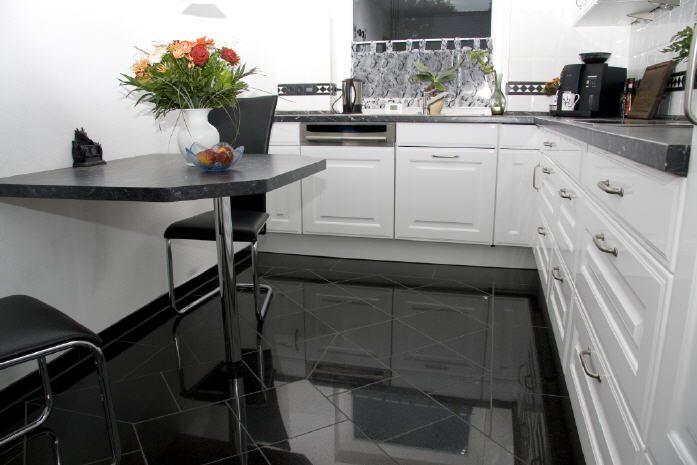 Granitboden mit Muster und Fliesenschild Bild6